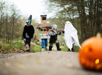 rs_560x415-141023114807-1024.trick-or-treaters